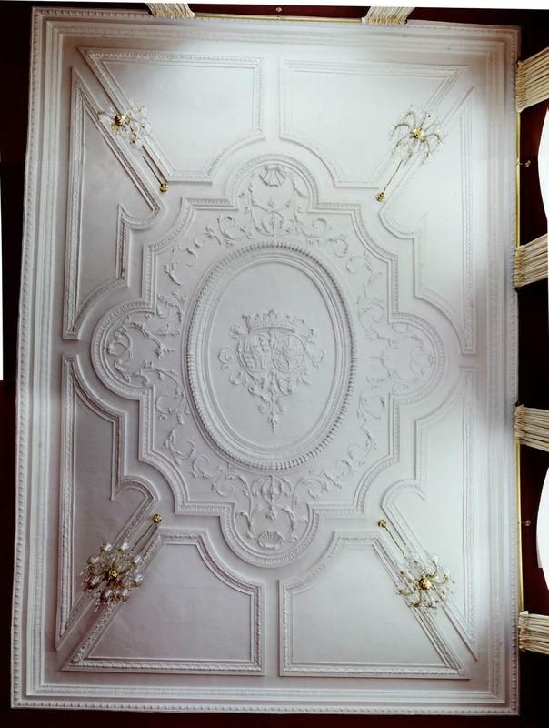 Beispiel: Rokoko Stuckdecke mit Wappen im Salon Praßberg, Foto: Schloss Weiterdingen.