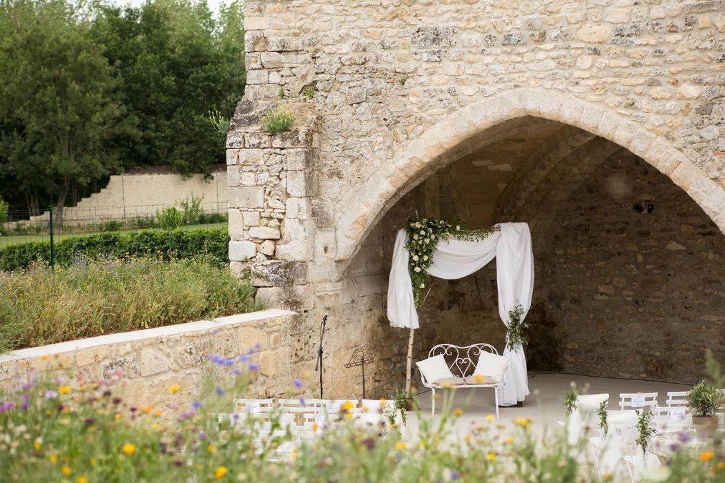Mariage Provençal - Lin et Olivier Crédits : Dessine-moi une étoile et Un Lys dans l'atelier (Design et Papeterie ) - Aude Rose (Fleurs) - Keith Photographies (Photos)