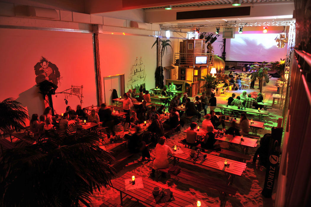 Beispiel: Feiern im Beachclub, Foto: Gestrandet Indoor Beachclub Augsburg.