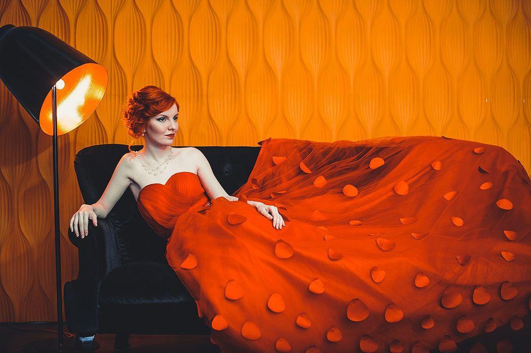 Lady in red Алиса Макияж и прическа - Нелли Шварц Фотограф - Роман Глосс