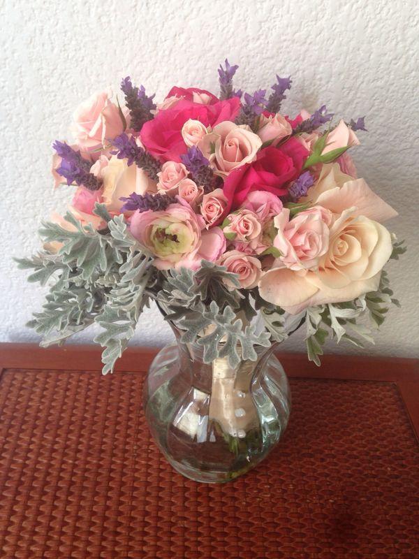 Abbraccio (rosas,ranunculos,mini rosas)