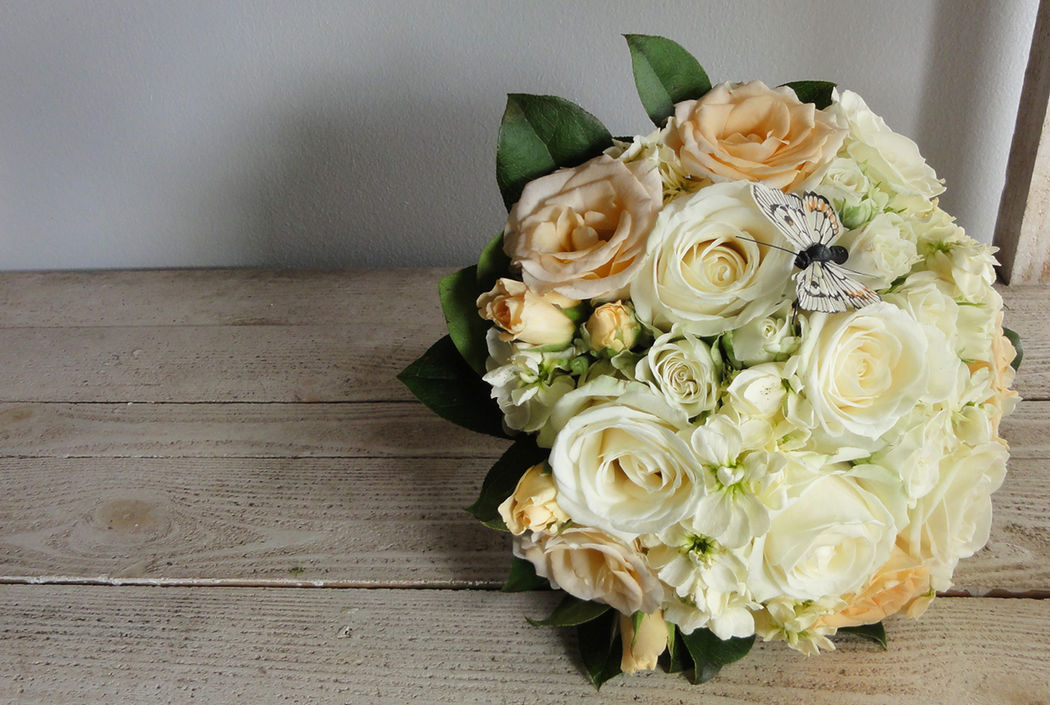 Au Jardin d'Egly - Bouquet rond rose pastel crème