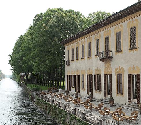 Facciata lungo il Naviglio - Villa Gaia Gandini