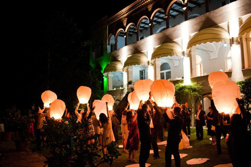 lanterne volanti per un'atmosfera magica