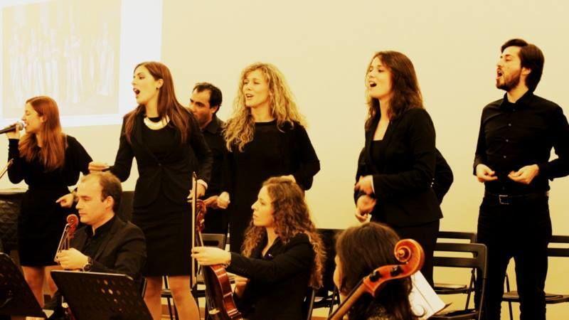Coro e orquestra...