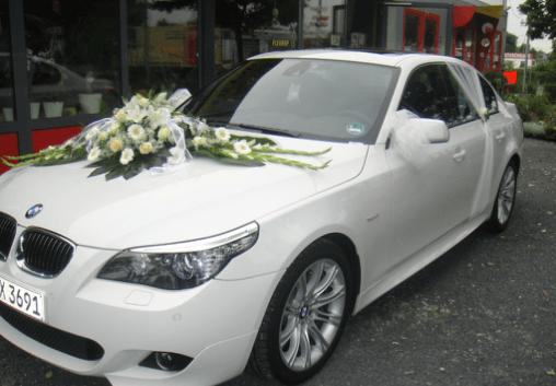 Beispiel: Ihr Hochzeitsauto wunderschön geschmückt, Foto: Dornröschens Paradies.