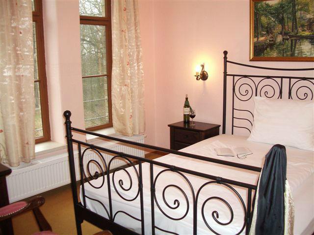 Beispiel: Gemütliche Zimmer für Ihre Hochzeitsgäste, Foto: Schloss Neetzow.