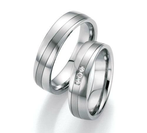 Beispiel: Trauring-Edelstahl, Foto: Center Juwelen.