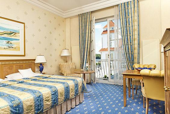 Beispiel: Zimmer, Foto: Travel Charme Kurhaus Binz.