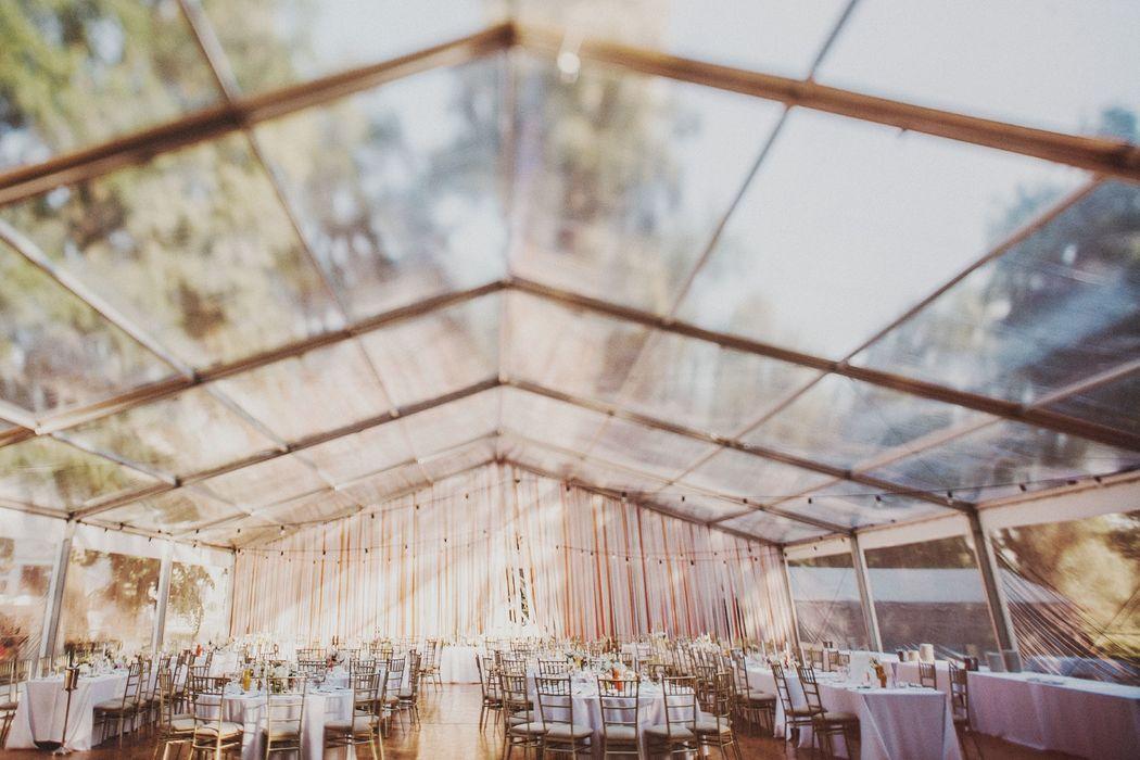 Transparentny namiot weselny.