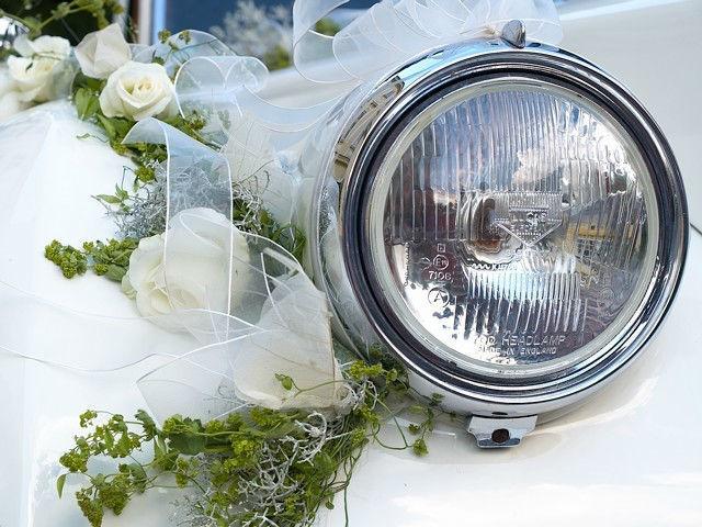 Beispiel: Autodekoration, Foto: Blumenwerk.