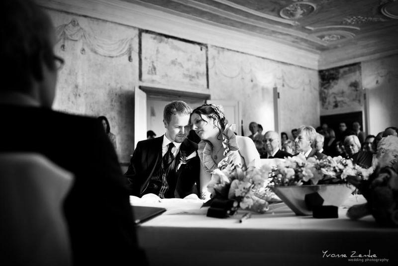Beispiel: Emotionale Fotos von der Trauung, Foto: Yvonne Zemke wedding photography.