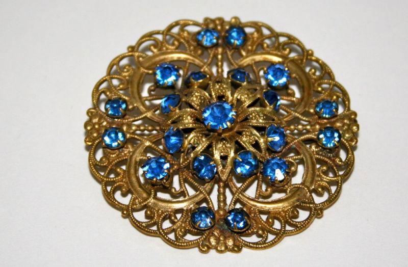 Broche con piedras azules de los años 40. Origen: Inglaterra