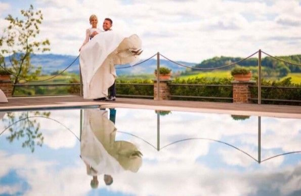 La Madernassa Resort - sposi a bordo piscina