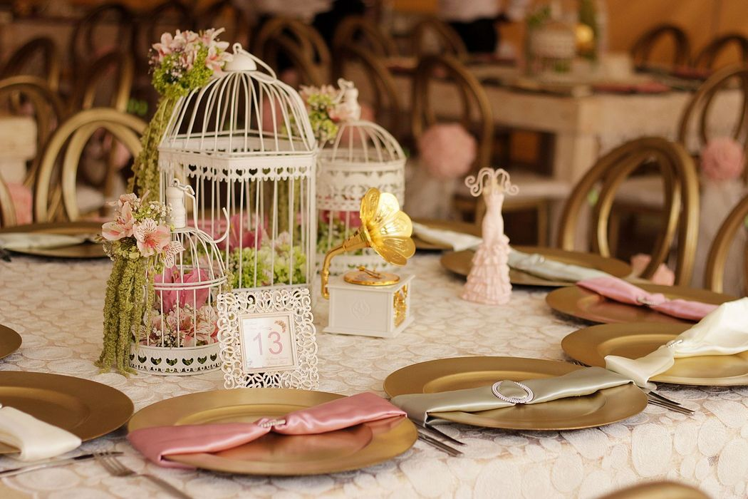 Detalles con Ángel Eventos   (Variedad de Centros de mesa con flor natural)
