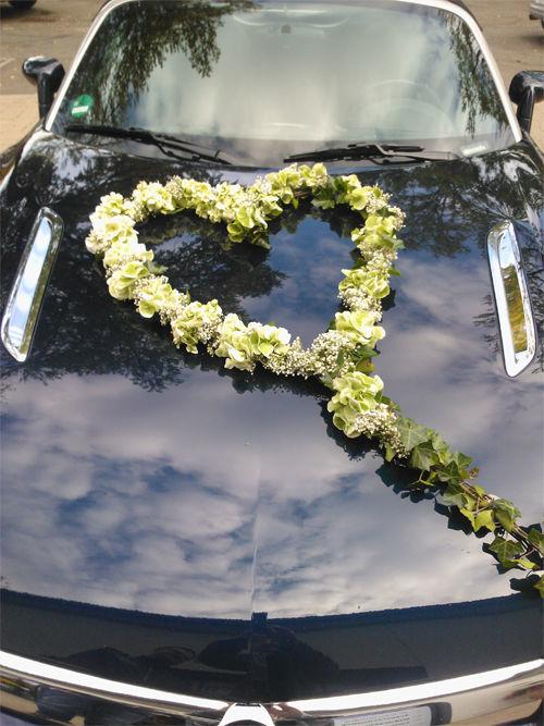 Beispiel: Autodekoration, Foto: Blumenwerkstatt in der Zehntscheuer.
