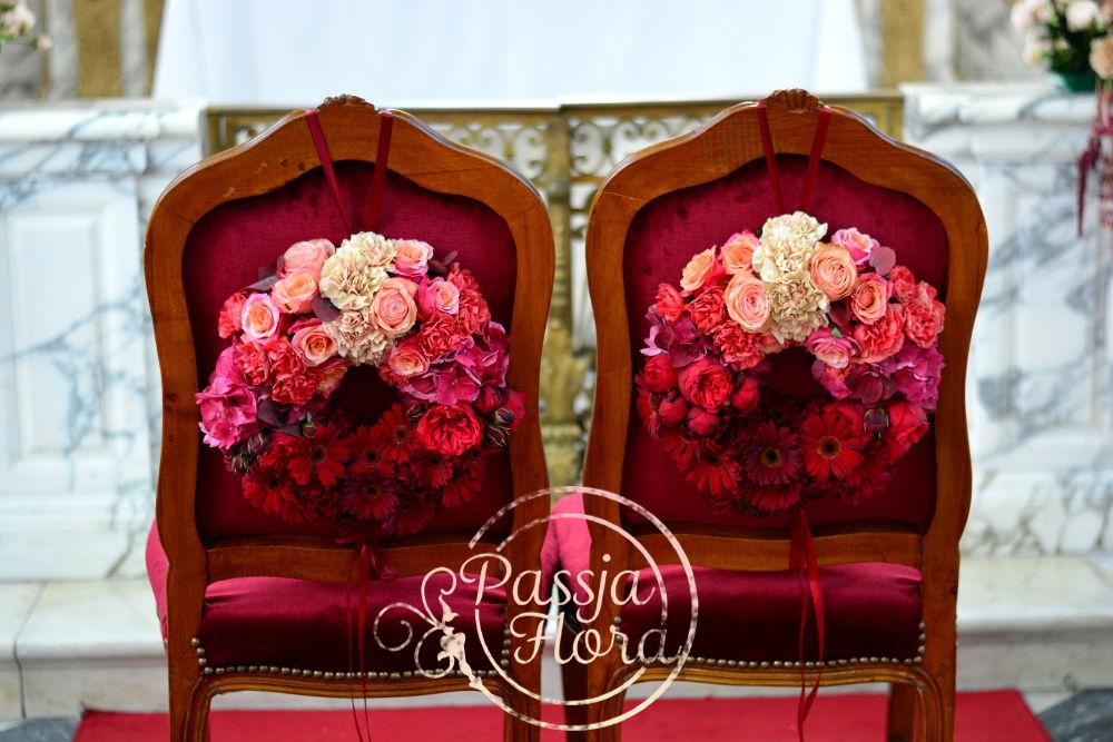 Kwiatowe wianki ombre - dekoracja kreseł młodej pary