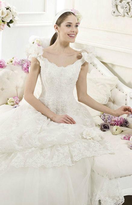 Beispiel: Kompetente Beratung beim Brautkleidkauf, Foto: Hochzeitssalon Jereb.