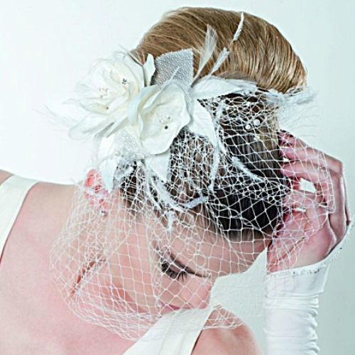 Beispiel: Haarschmuck, Foto: Braut Boutique.
