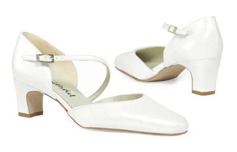 Beispiel: Schuhe für den schönsten Tag im Leben, Foto: faithful by Karin Wilfling.