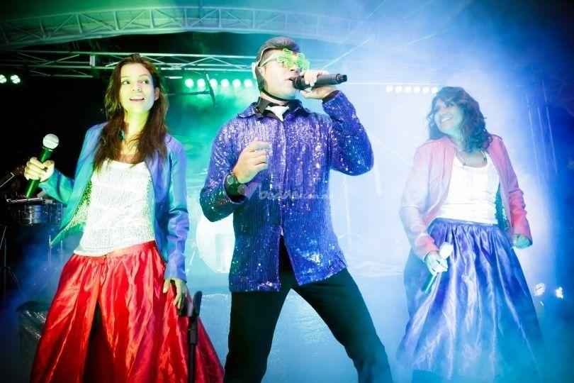 Azukara2 Música Internacional