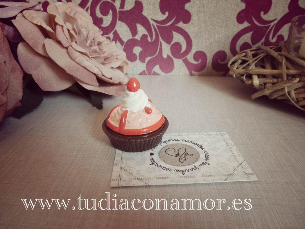 Decora el baño de vuestro evento con una cestita y bálsamos sweet cupcake