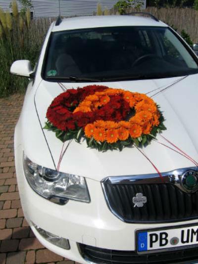 Beispiel: Floraler Autoschmuck, Foto: Tina Bergmann Blumenwerkstatt.
