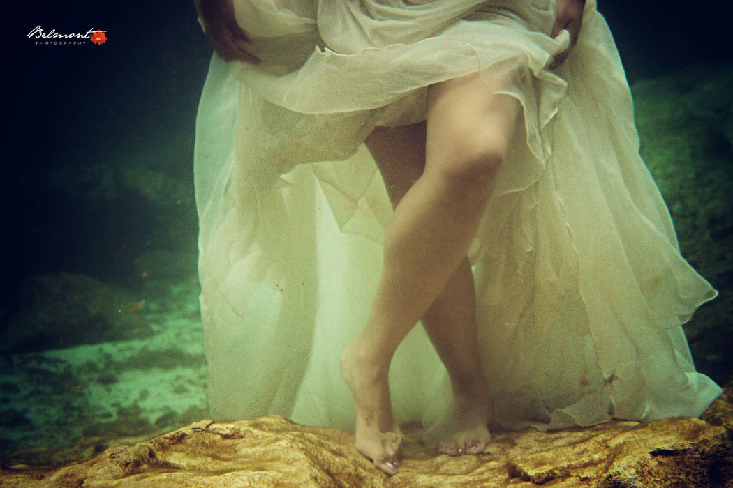 Underwater Photography  Trash the Dress