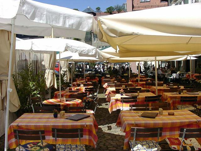 Beispiel: Terrasse, Foto: Restaurant & Weinstube Heiliggeist Stüble.