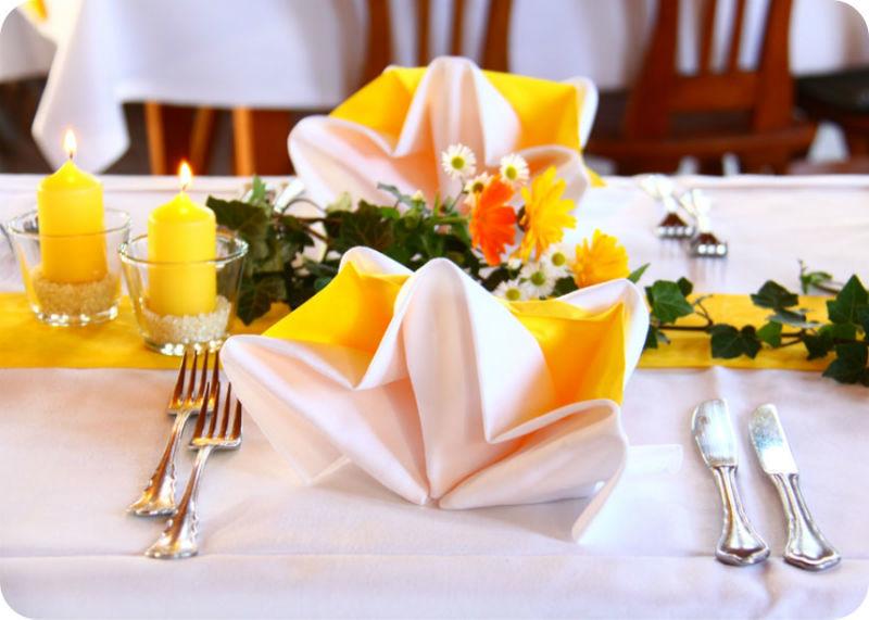 Beispiel: Tischdekoration, Foto: Gasthaus Inselkammer.