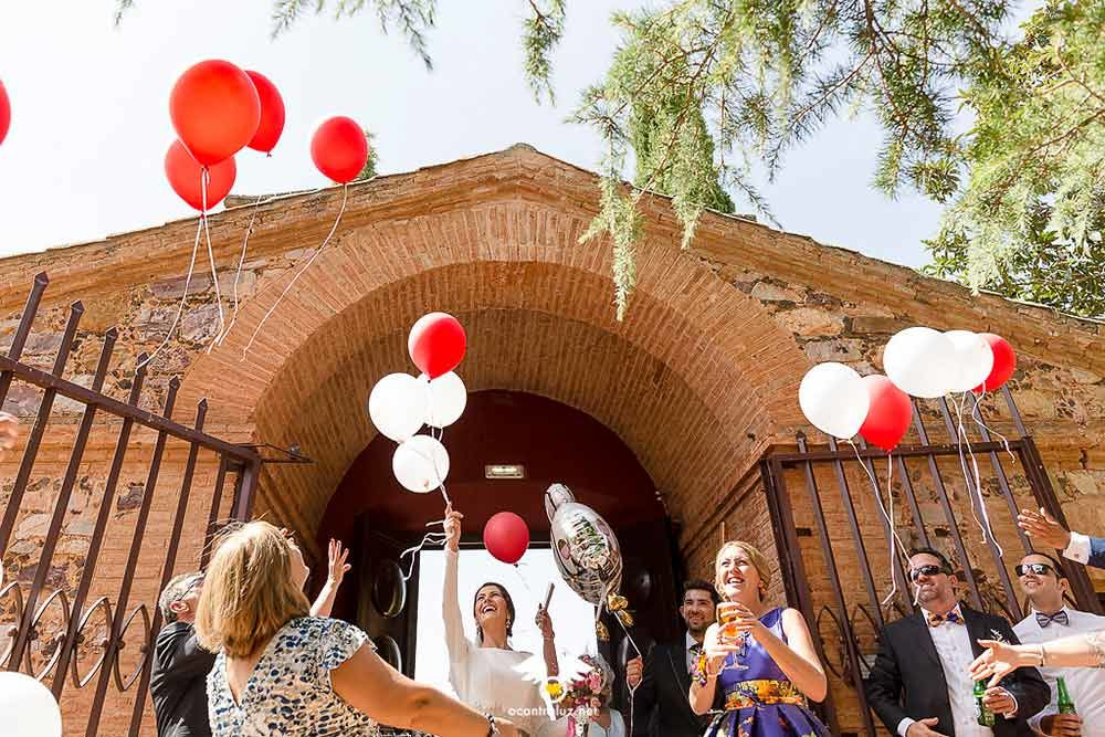 Suelta de globos a la entrada del Palacio