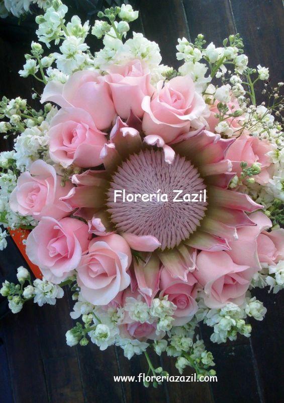 Ramo de novia con protea  y rosas.