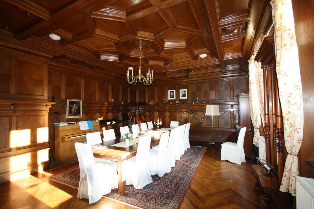 Beispiel: Bibliothek - Bankett, Foto: Gutshof Wilsickow.