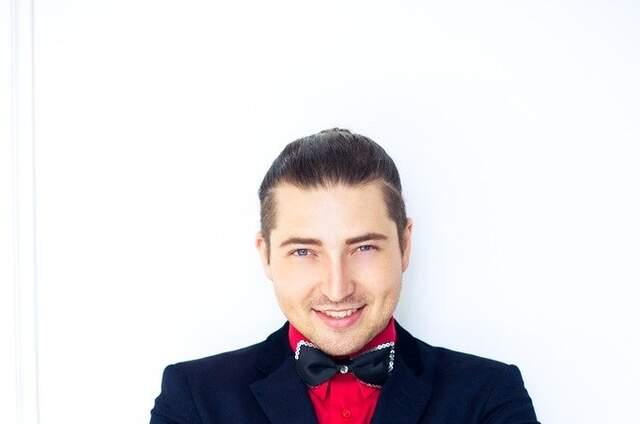 Ведущий Михаил Кукота